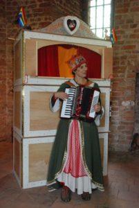 poppenkast en acordeon